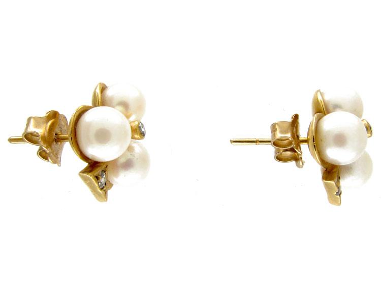 Club Shaped Three Pearl Diamond Earrings