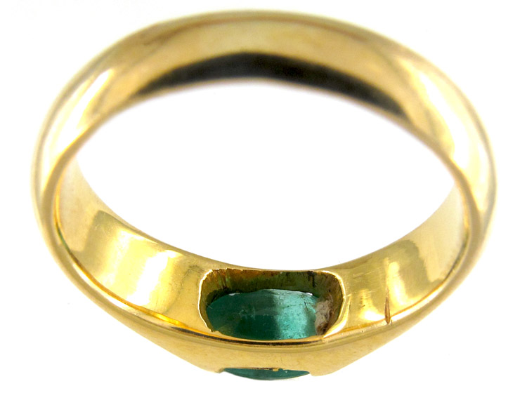 Gold Band Ring Set with An Emerald