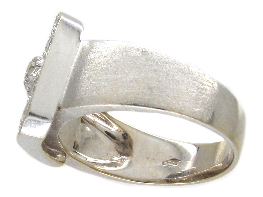 18ct White Gold Buckle Ring