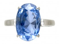 18ct White Gold Ring set with an Oval Natural Ceylon Sapphire