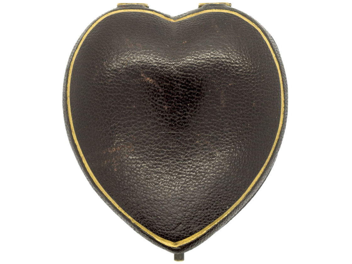 18ct Gold Victorian Heart Pendant with the Initial E in the Original Case