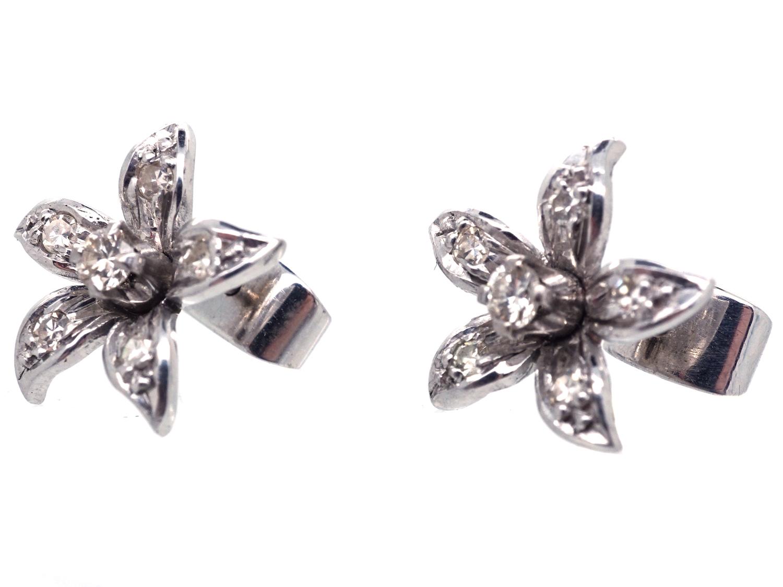 18ct White Gold & Diamond Flower Earrings