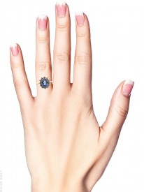 18ct Gold Ceylon Sapphire & Diamond Oval Cluster Ring