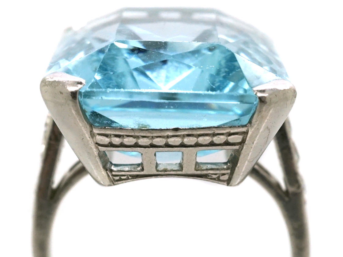 Large 18ct White Gold Rectangular Aquamarine Ring