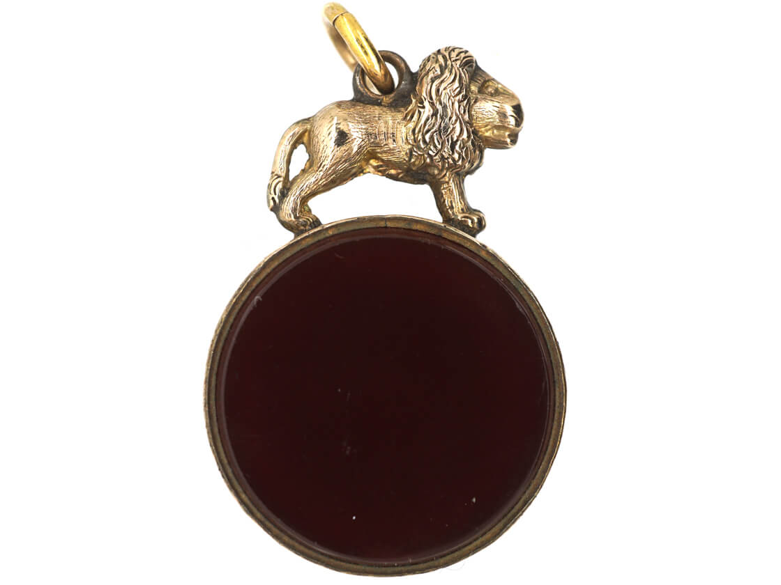 Victorian 9ct Gold Seal set with Carnelian & Bloodstone with a Lion on Top
