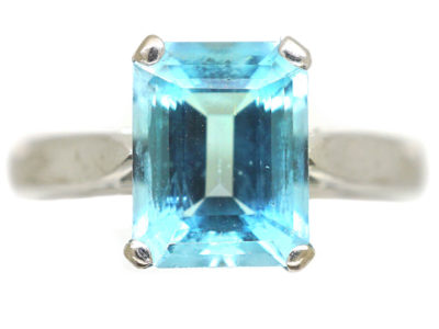 18ct White Gold Rectangular Aquamarine Ring