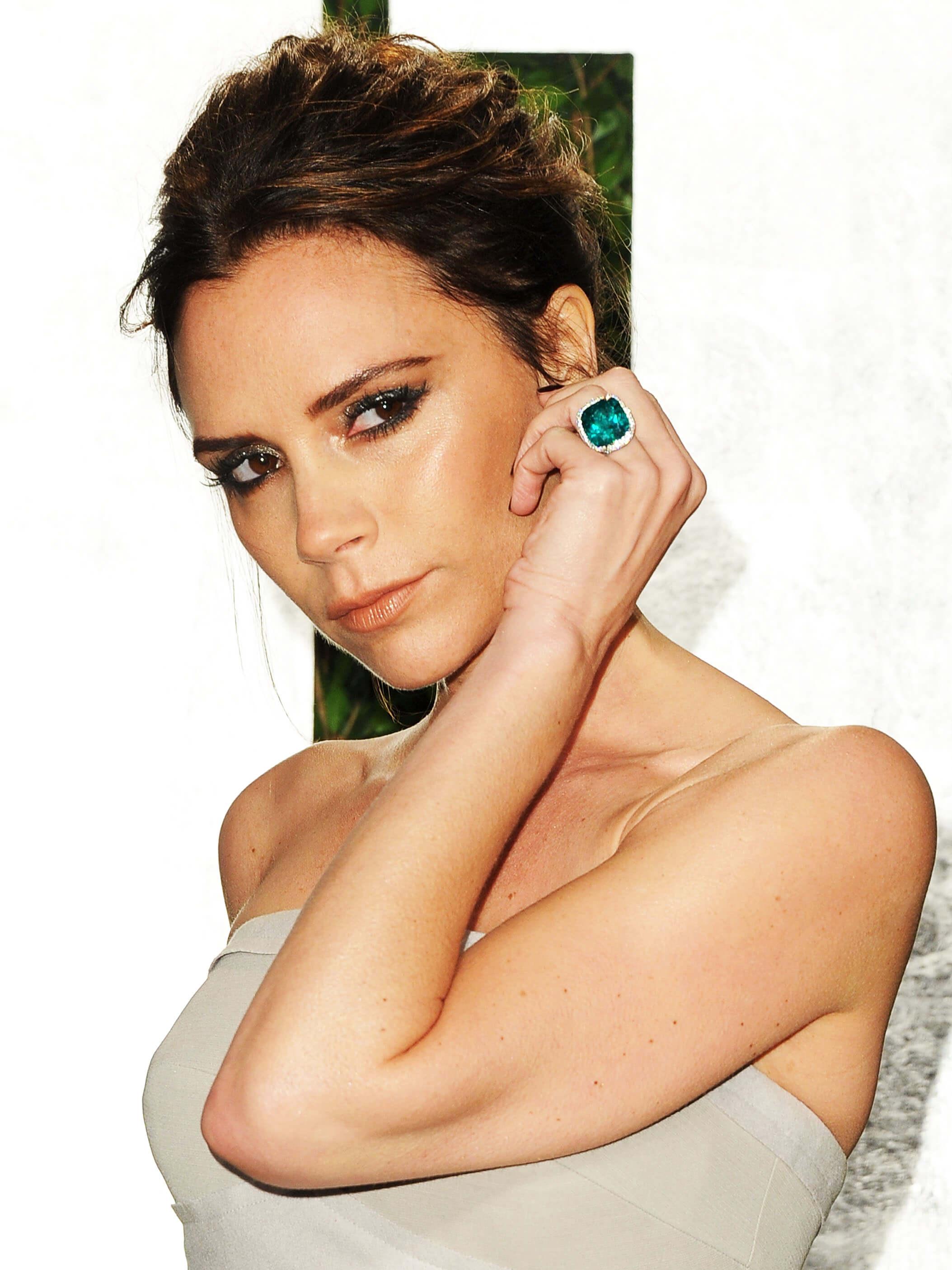 Victoria Beckham wearing her emerald engagement ring