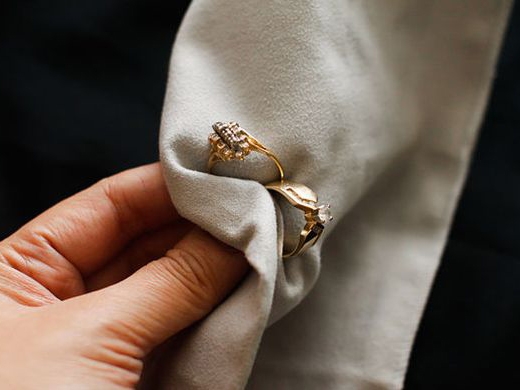 How to Look After and Clean Your Jewellery