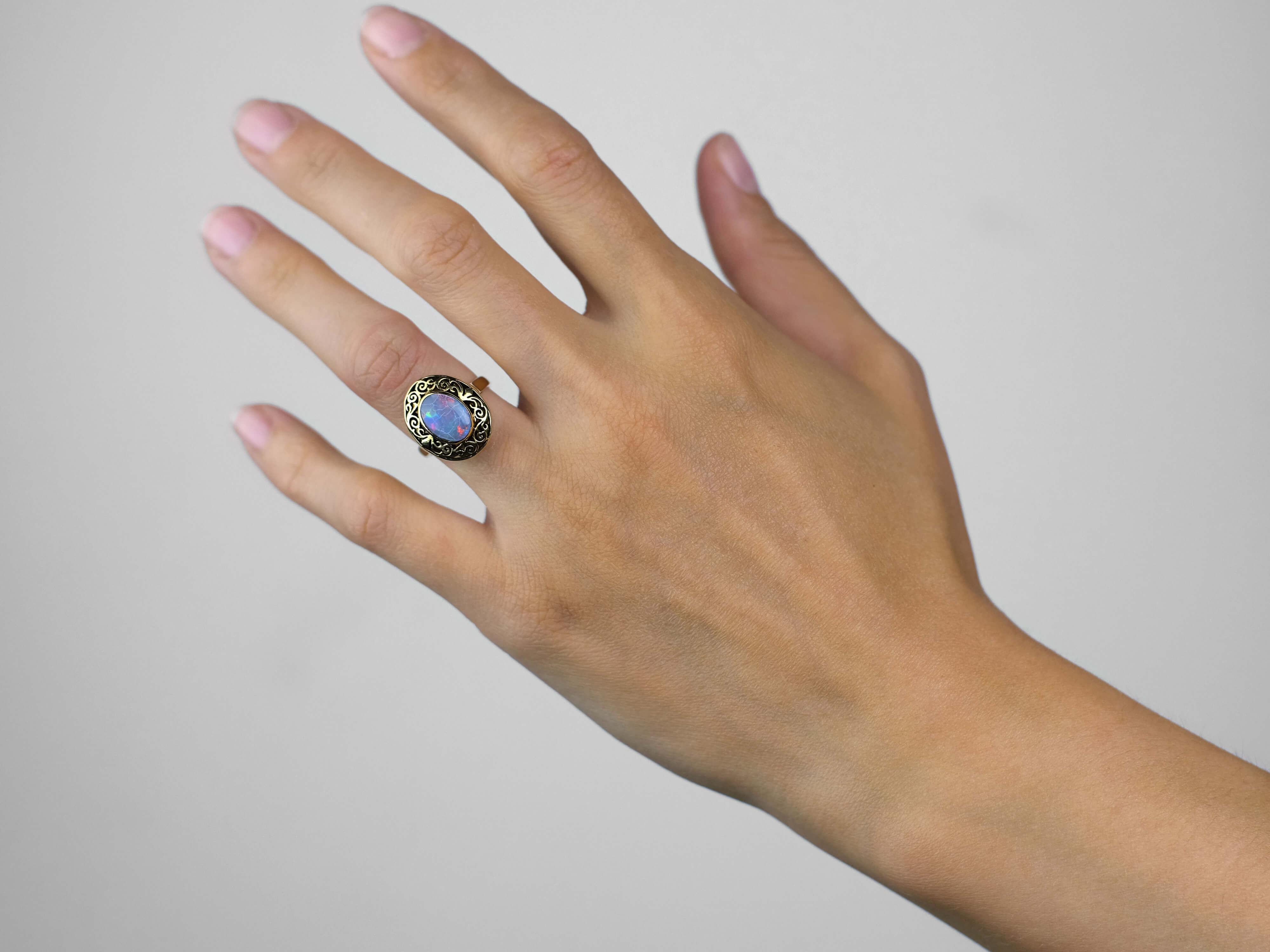 Art Nouveau 18ct Gold & Opal Ring