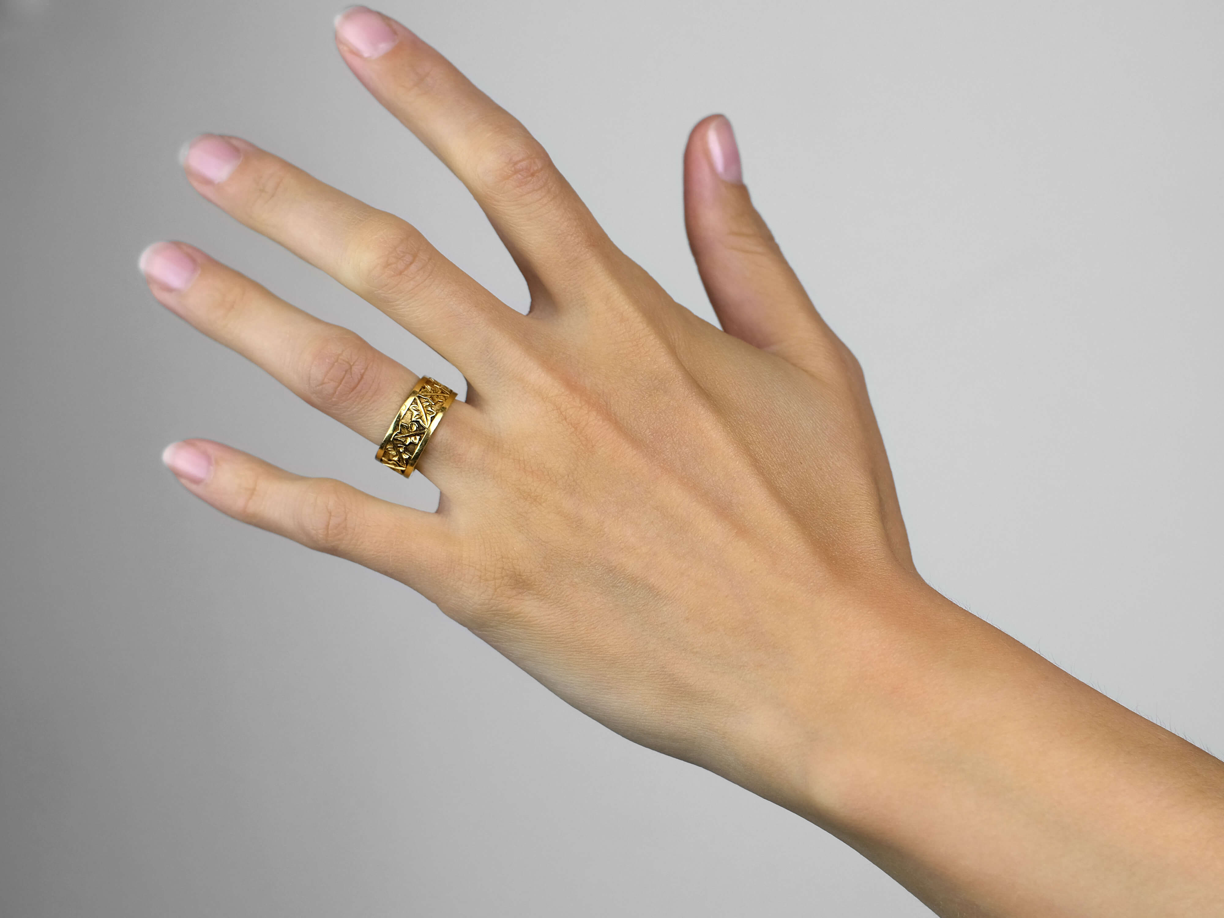 18ct Gold Ring with Ivy Leaf Design