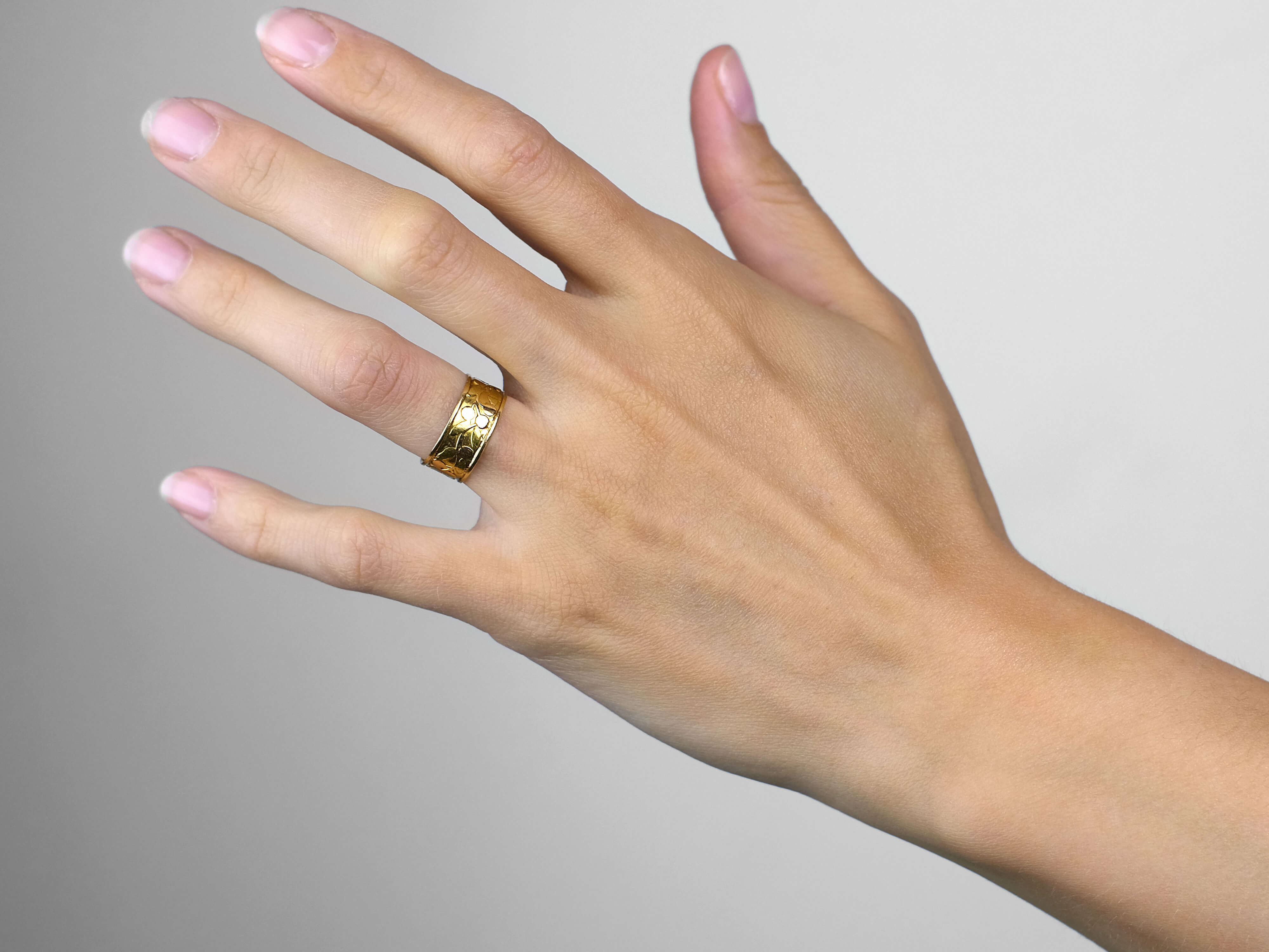 Victorian Two Colour Gold 18ct Gold Wedding Band with Cherry Motif