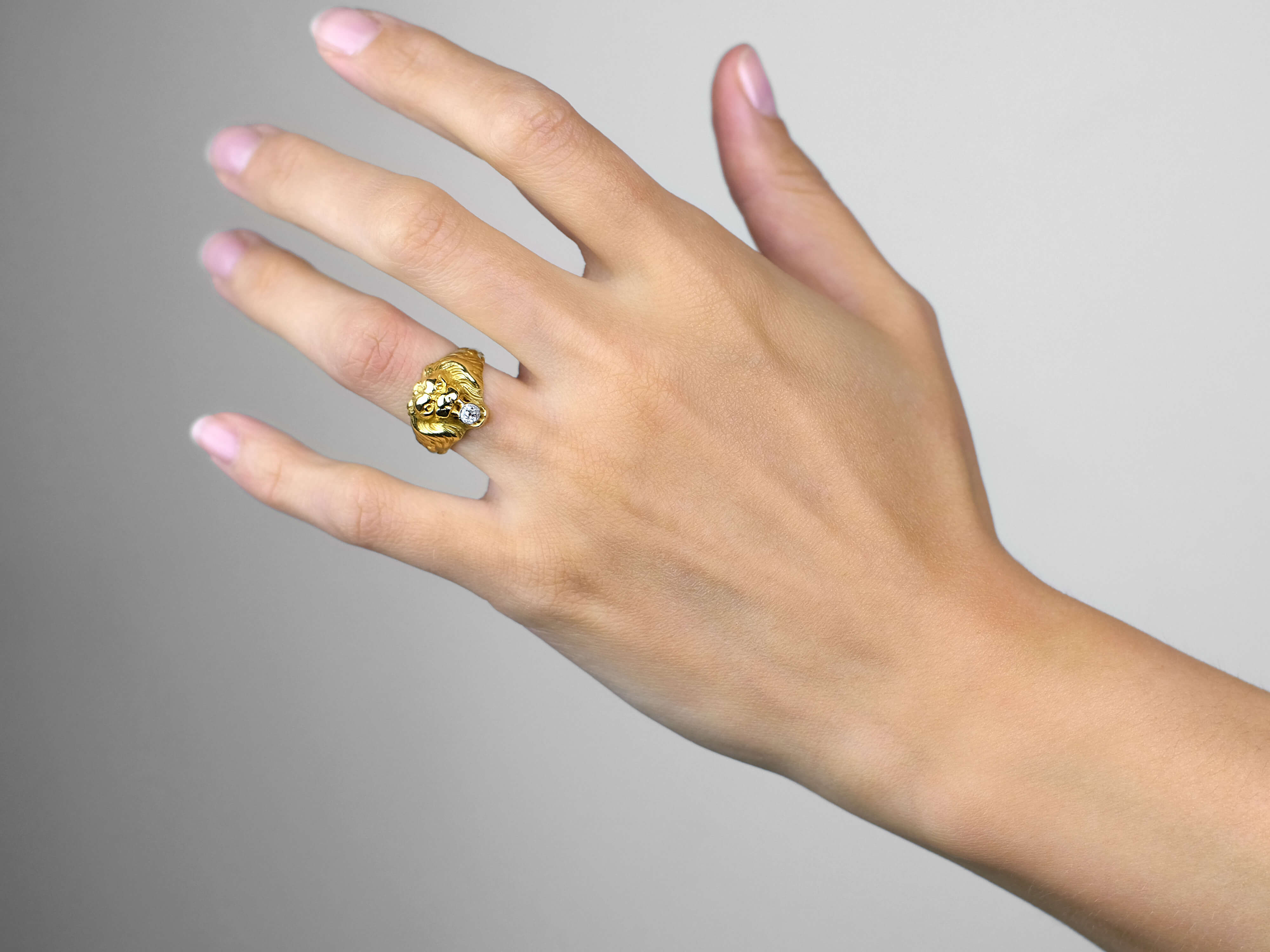 French 18ct Gold Belle Epoque Lion Ring set with a Diamond