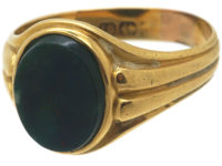 Victorian 18ct Gold Signet Ring set with a Plain Bloodstone