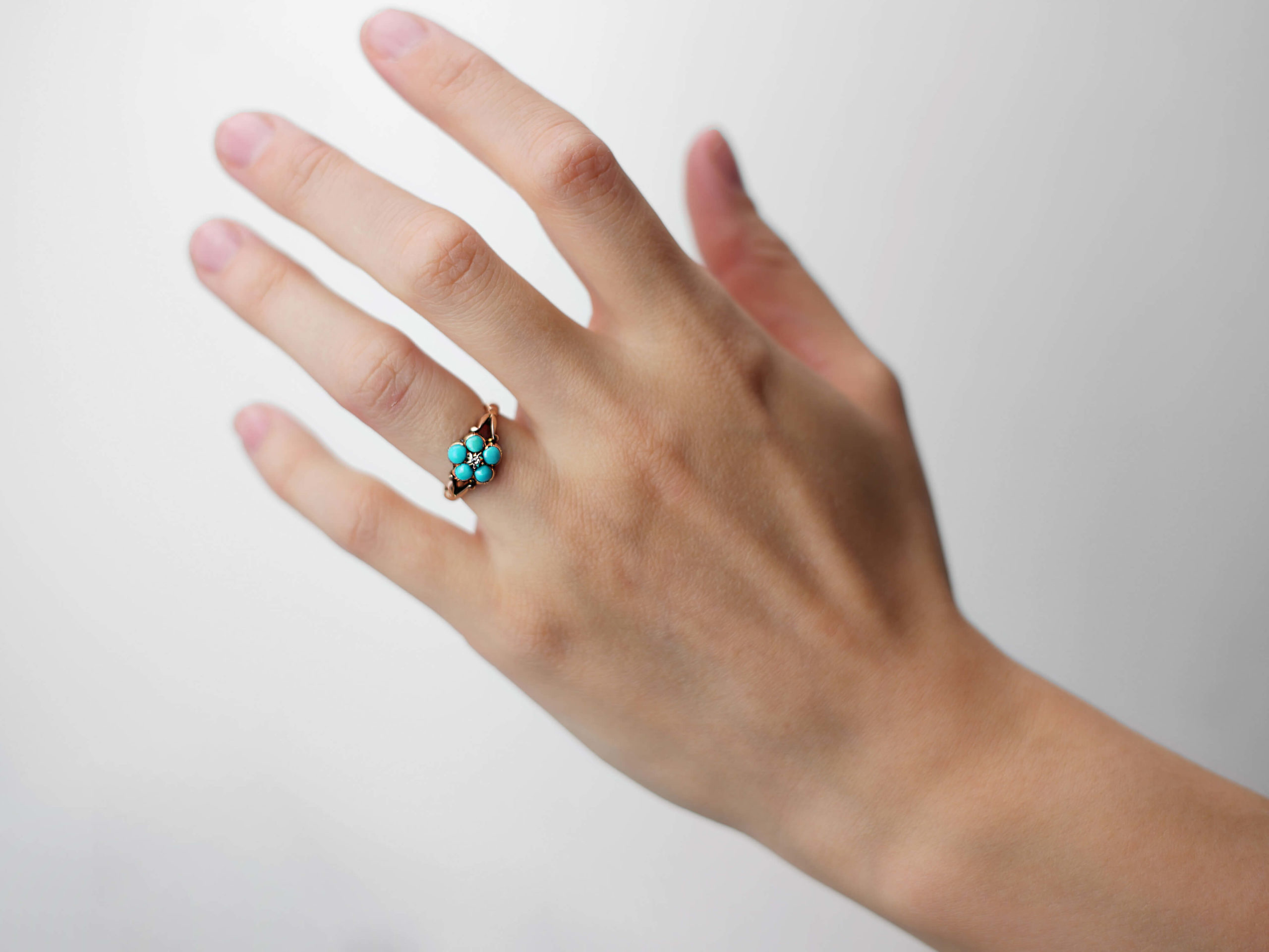 Victorian 9ct Gold Forget Me Not Flower Ring set with Turquoise & a Rose Diamond