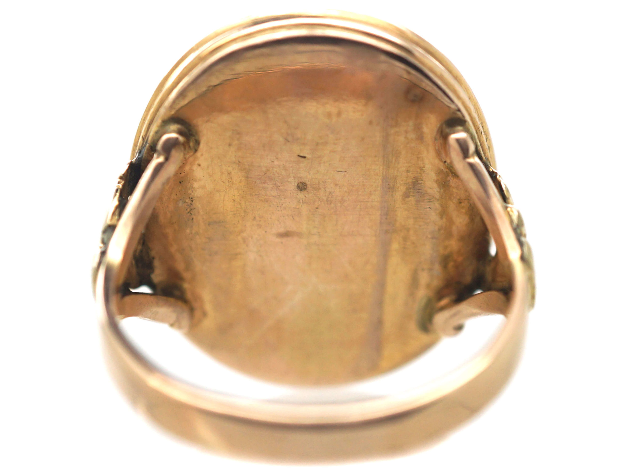 Georgian 9ct Gold & Carnelian Carved Intaglio Ring of a Coat of Arms
