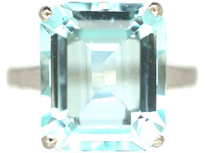 18ct White Gold Rectangular Cut Aquamarine Ring