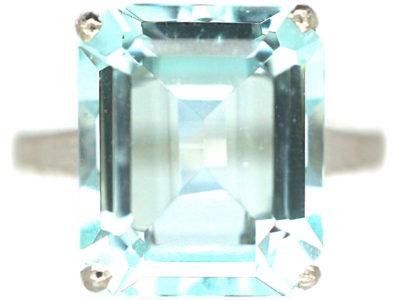 18ct White Gold Rectangular Cut Aquamarine Ring