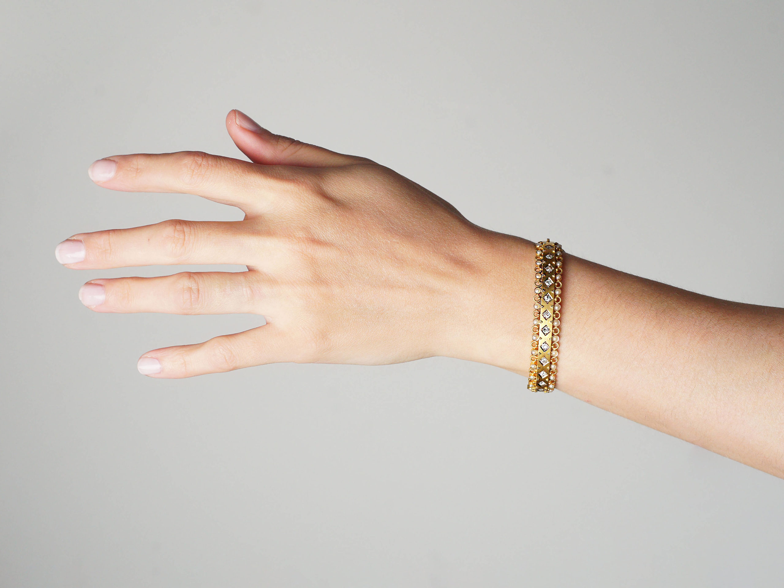 Victorian 18ct Gold Bangle set with Diamonds & Natural Split Pearls