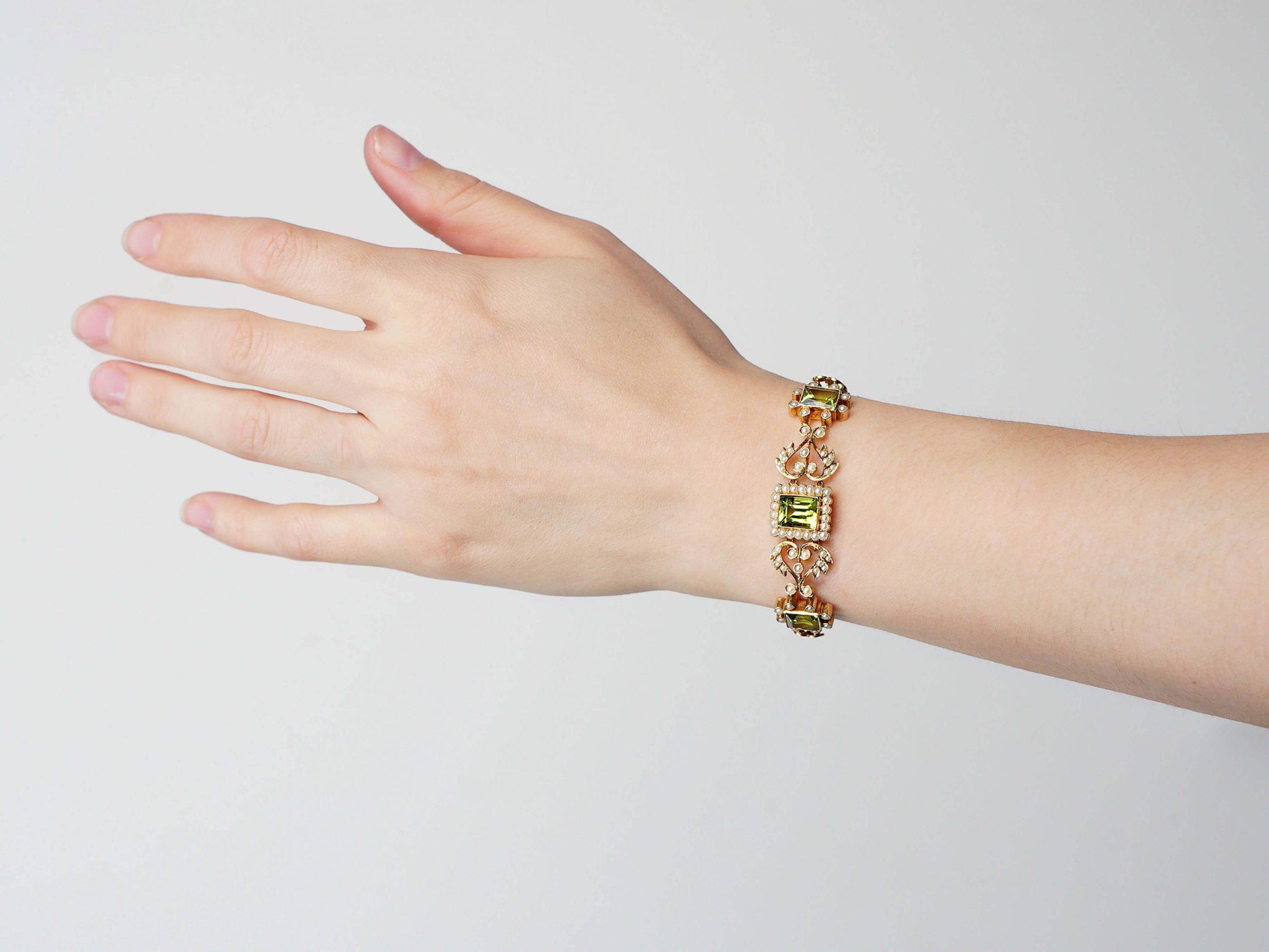 Edwardian 15ct Gold, Peridot & Natural Split Pearl Bracelet
