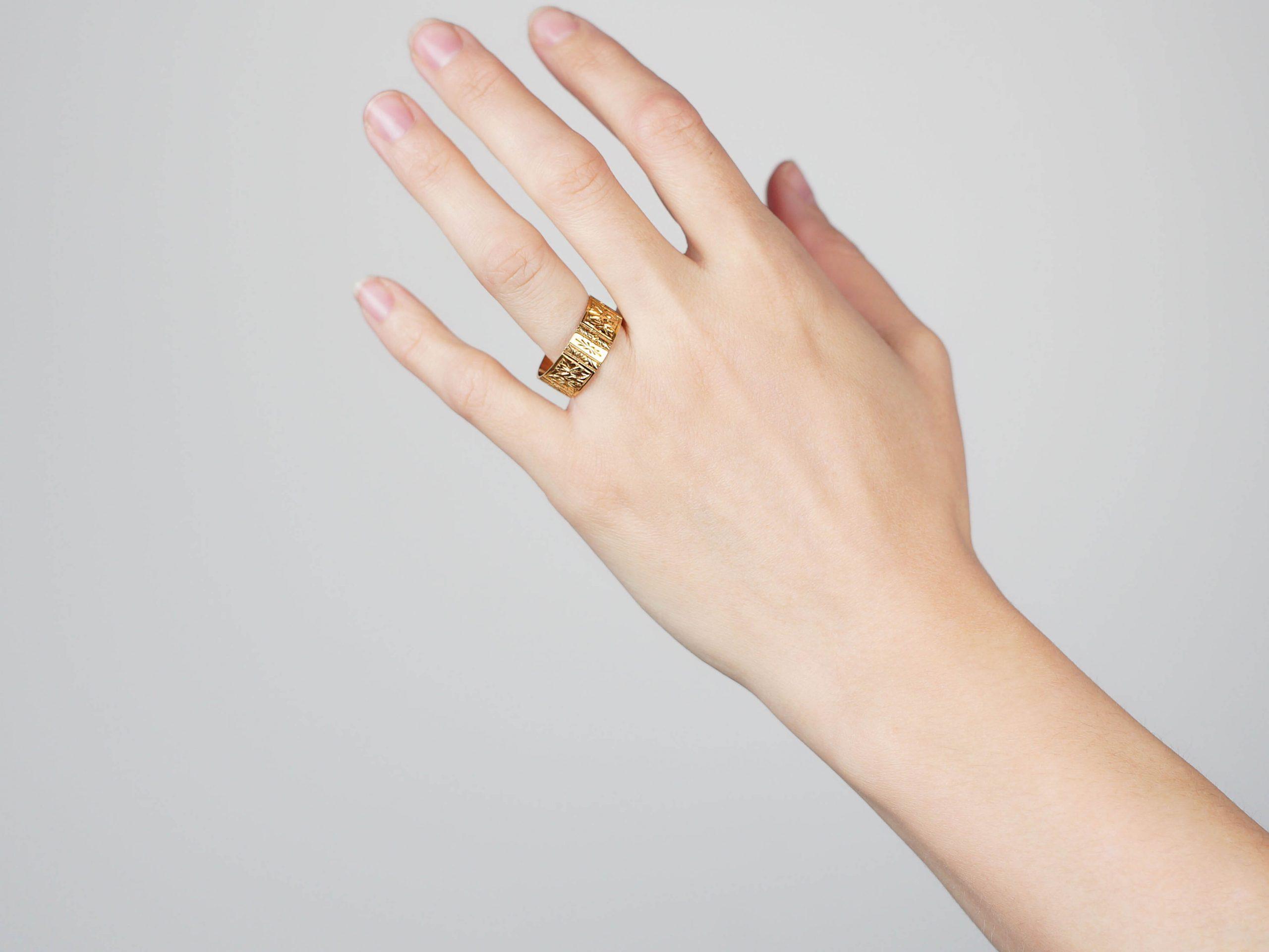 Edwardian Large 9ct Gold Wide Engraved Wedding Ring