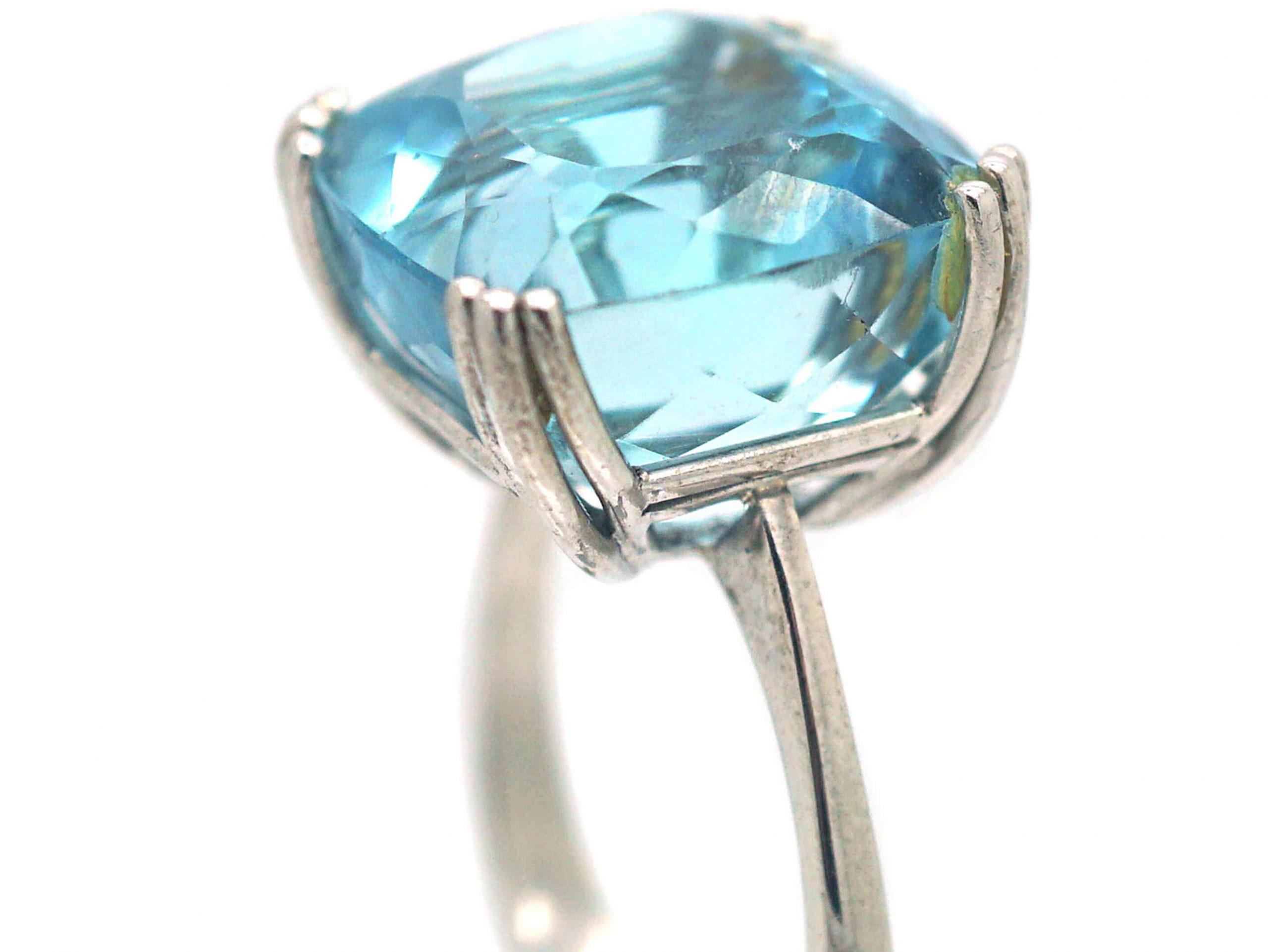 18ct White Gold Large Aquamarine Ring
