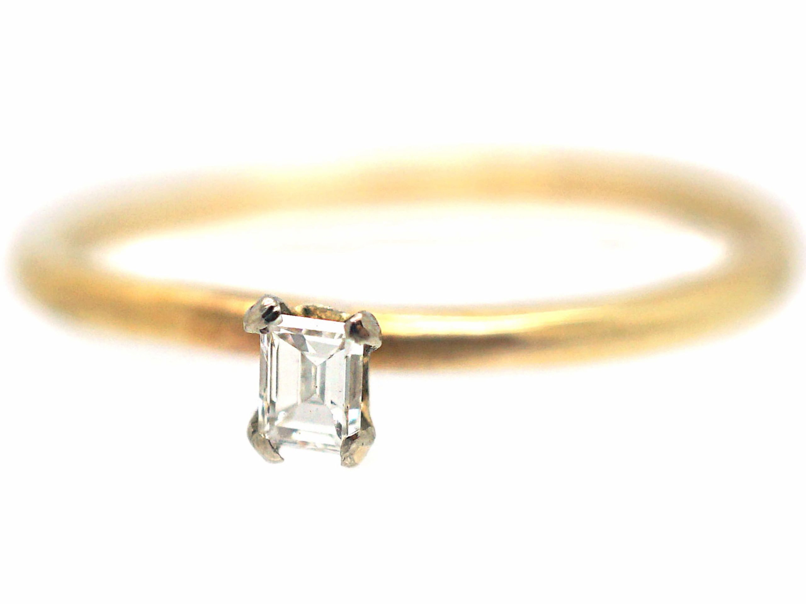 18ct Gold Ring set with a Baguette Diamond