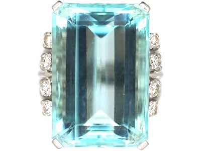 18ct White Gold Ring set with a Large Aquamarine & Diamonds