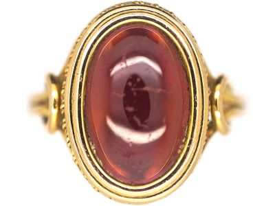 Victorian 18ct Gold Ring set with a Cabochon Garnet