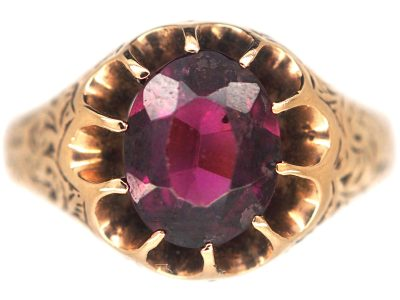 Victorian 9ct Gold Ring set with an Almandine Garnet