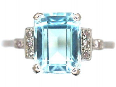 18ct White Gold Rectangular Aquamarine & Diamond Ring