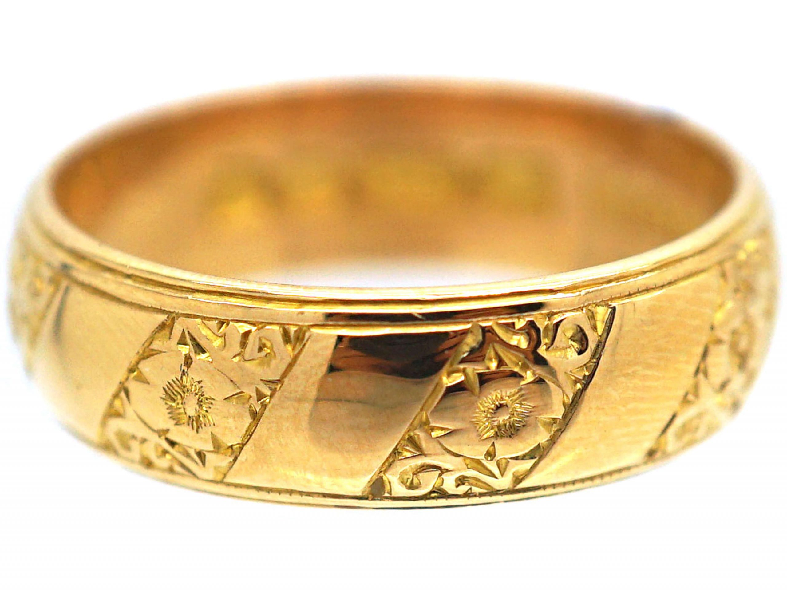 22ct Gold Ring with Decorated Slanting Bands