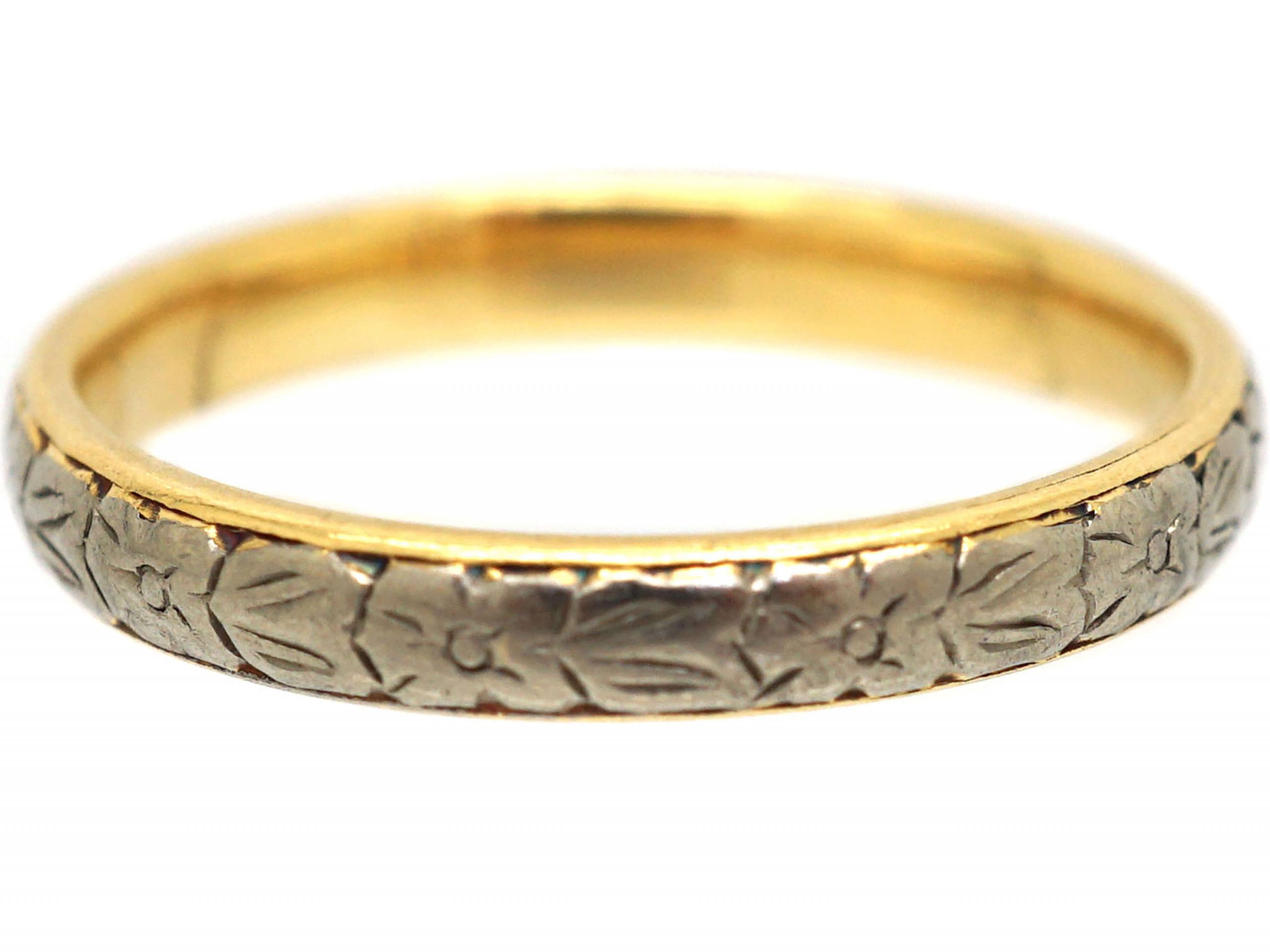 18ct White & Yellow Gold Wedding Ring with Flower Detail