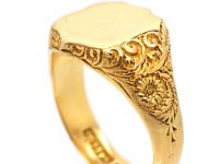 Victorian 18ct Gold Shield Shaped Signet Ring with Engraved Shoulders