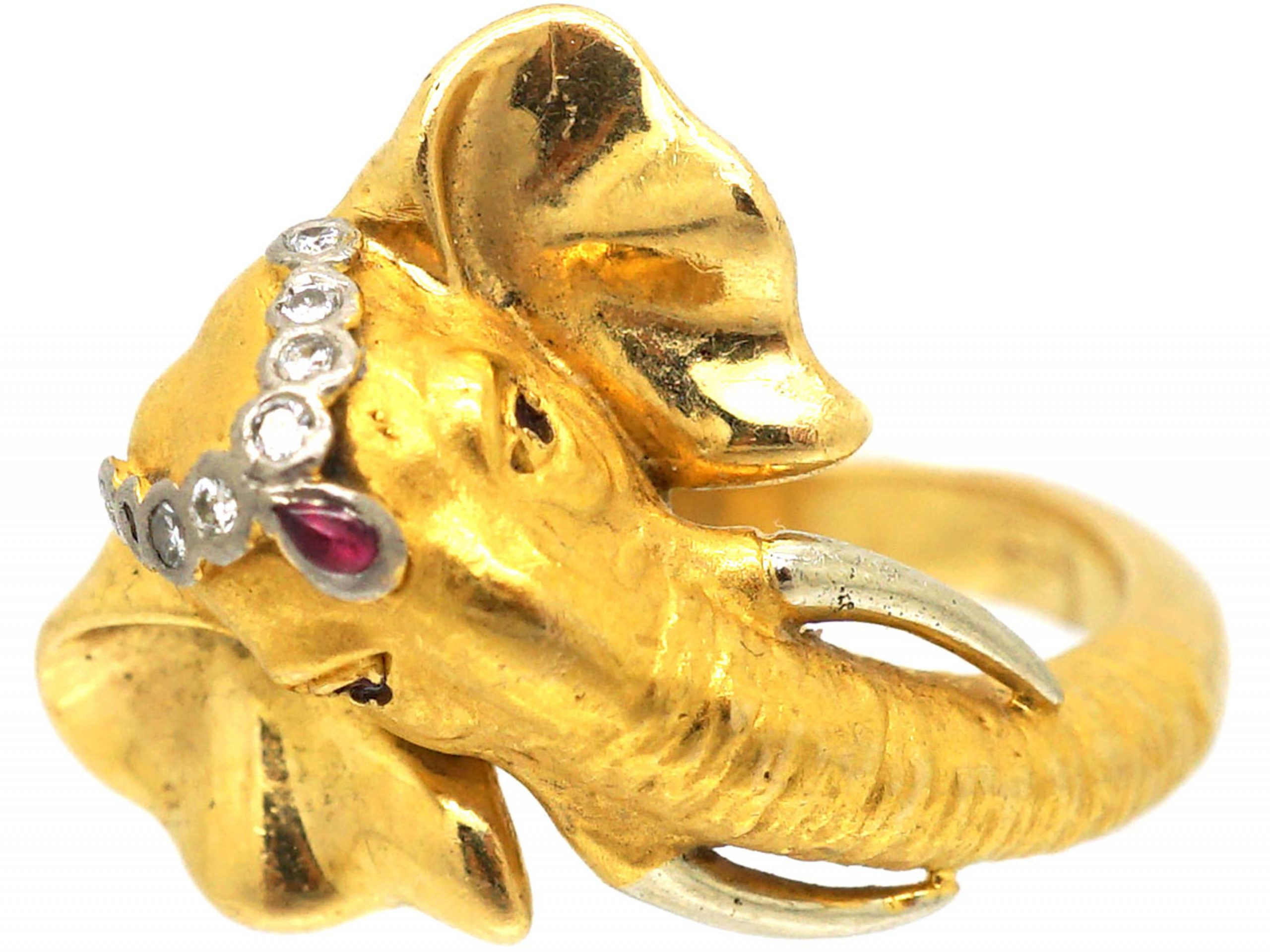18ct Gold Ring of an Elephant by Carrera Y Carrera